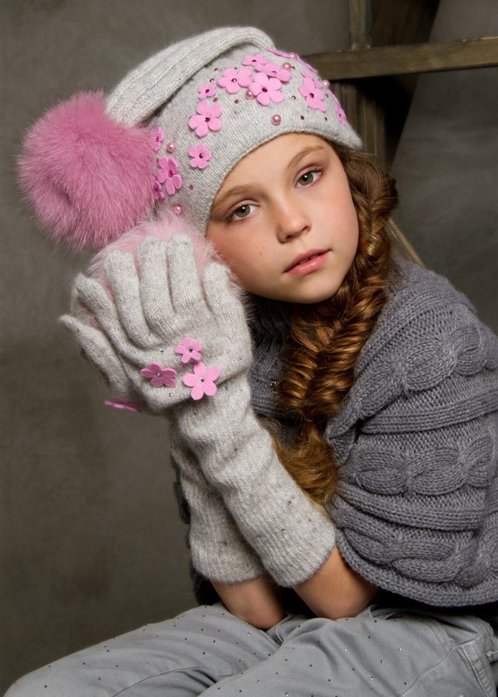 Детские шапки осень должны быть ребенку к лицу, деткам с круглым личиком нужно подбирать